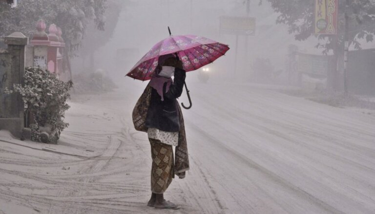 ФОТО: на Яве проснулся вулкан, эвакуируют сотни тысяч человек