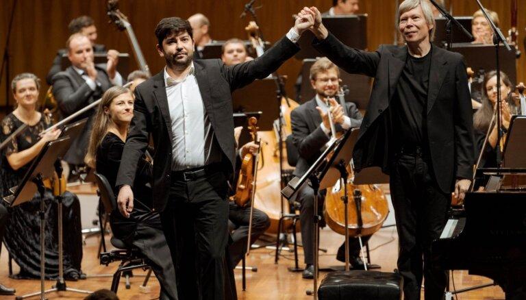 Foto: 'Uz jauno pasauli' – 'Sinfonietta Rīga' atklāj 16. koncertsezonu