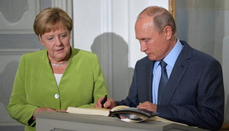 Комментарий: Меркель и Путин— надежные противники в нестабильные времена
