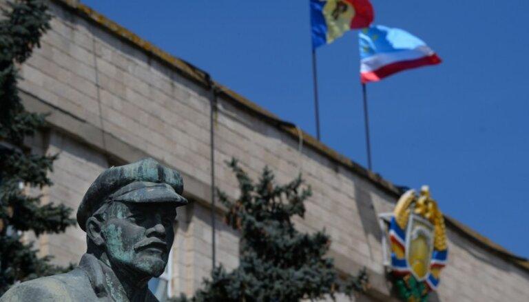 Moldovā sākta padomju tanku pieminekļu demontāža