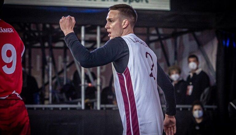 Latvijas 3x3 basketbola izlase nonāk uzvaras attālumā no olimpiskās ceļazīmes izcīnīšanas