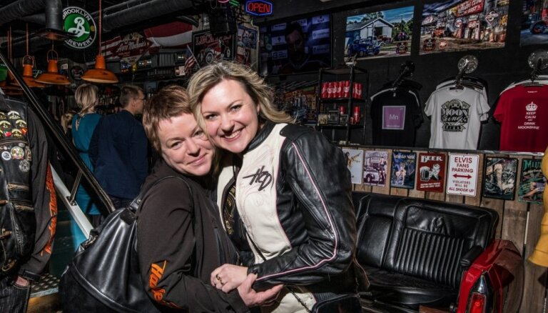 Foto: Vecrīgā atklāts jauns 'Harley-Davidson' veikals