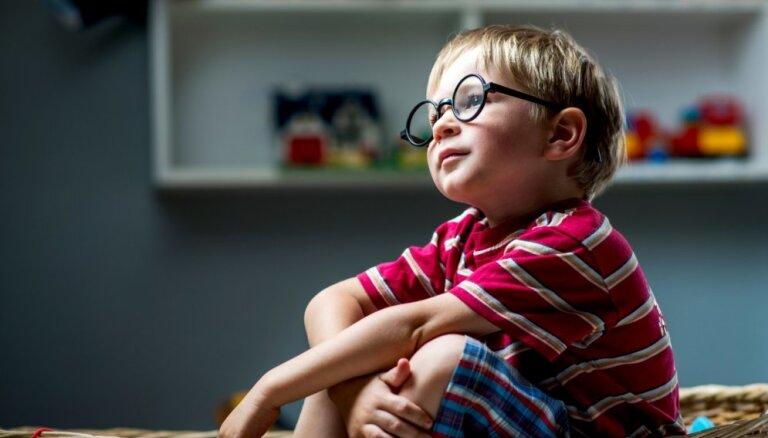 Optometriste atbild uz vecāku populārākajiem jautājumiem par bērna redzes veselību