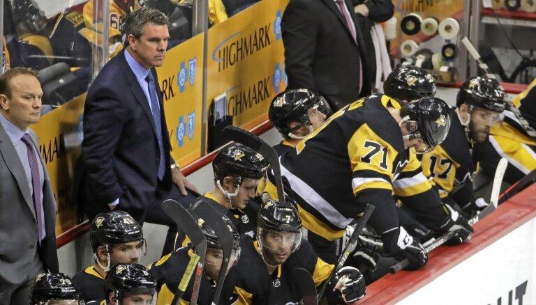 Bļugera pārstāvētā 'Penguins' pagarina līgumu ar galveno treneri Salivanu