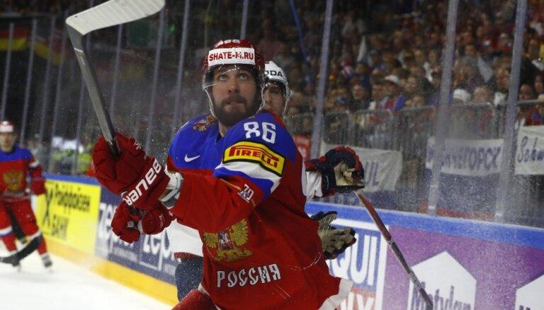 Россияне в матче за первое место в группе уступили американцам