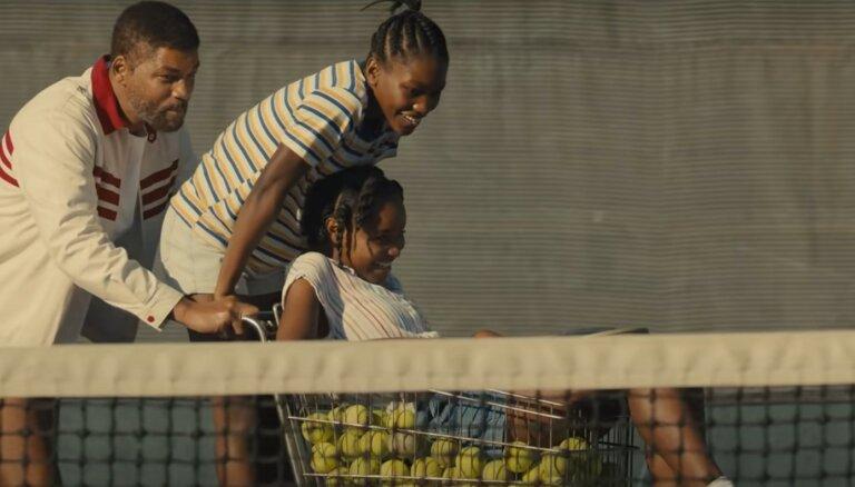 Noskaties! Vils Smits iejūtas tenisa leģendu – māsu Viljamsu – tēva ādā