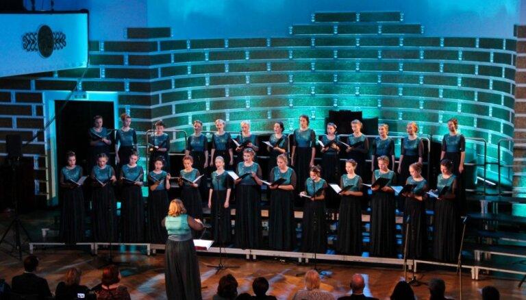 Kamerkoris 'Tonika' ieskandēs Ziemassvētkus ar koncertiem 'Balts'