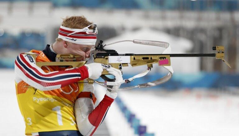 Pasaules kausa stafetē uzvar norvēģi; Latvijas komandu atkal apsteidz par apli