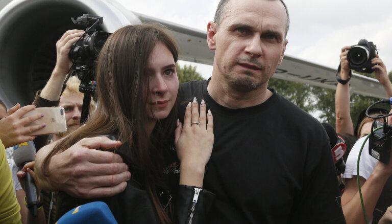 Kopā ar 24 ukraiņu karagūstekņiem atbrīvots režisors Sencovs