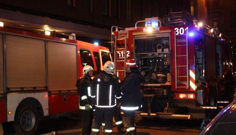 Jēkabpils novadā ugunsgrēkā gājis bojā viens cilvēks, divi izglābti