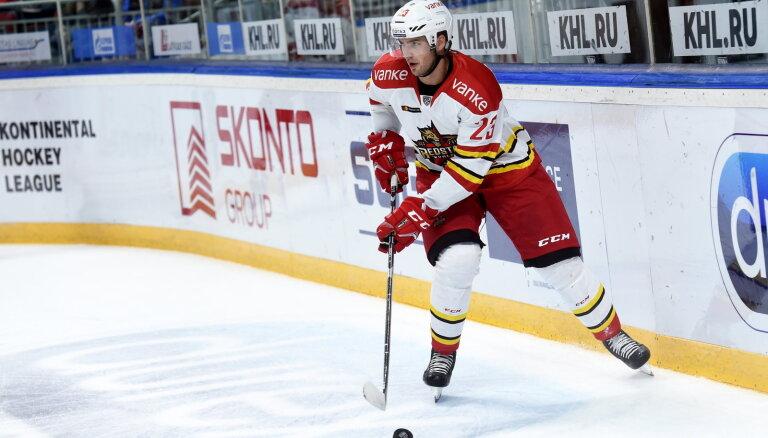 No Latvijas hokeja izlases atskaitīts pieredzējušais Krišjānis Rēdlihs