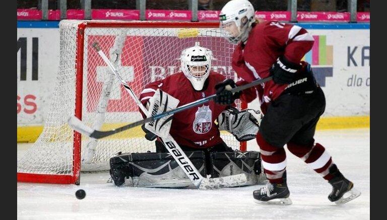 Latvijas sieviešu hokeja izlase vienīgajā pārbaudes spēlē pirms PČ kapitulē Nīderlandei