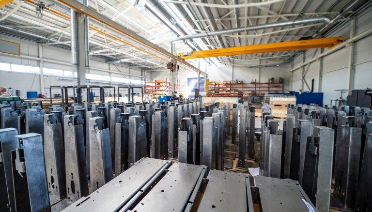 Foto: 'Jensen Metal', ieguldot 10 miljonus eiro, atklājis jaunu ražotni Karostā