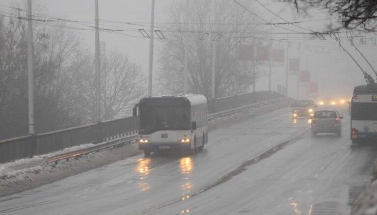 Pirmdienas rītā kavē 'Rīgas satiksmes' transports