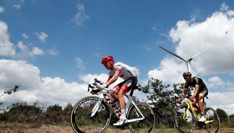 Skujiņš 'Tour de France' 13. posmā padara lielisku komandas darbu, sekmējot Degenkolba ceturto vietu