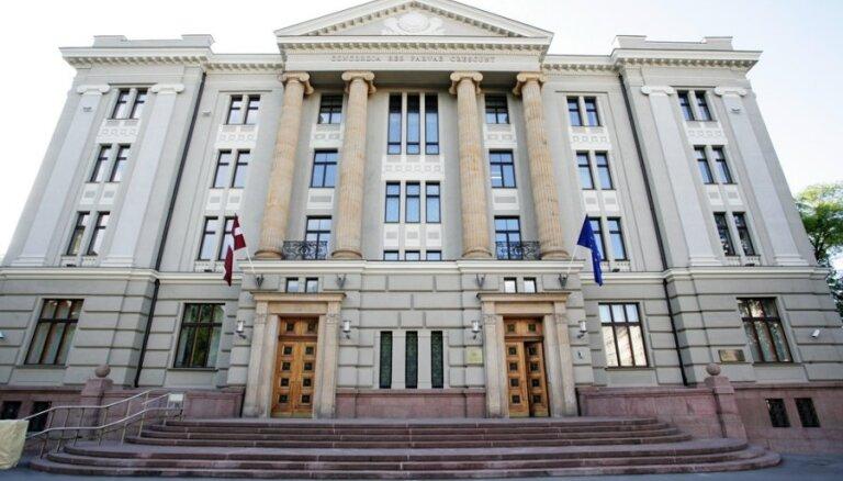 ĀM saņem vērtīgu dāvinājumu: bijušā pirmā Latvijas goda konsula sakrātus dokumentus