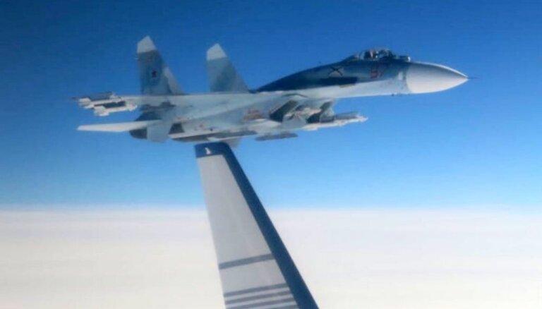 Krievijas 'Su-27' pielido bīstami tuvu Zviedrijas lidmašīnai