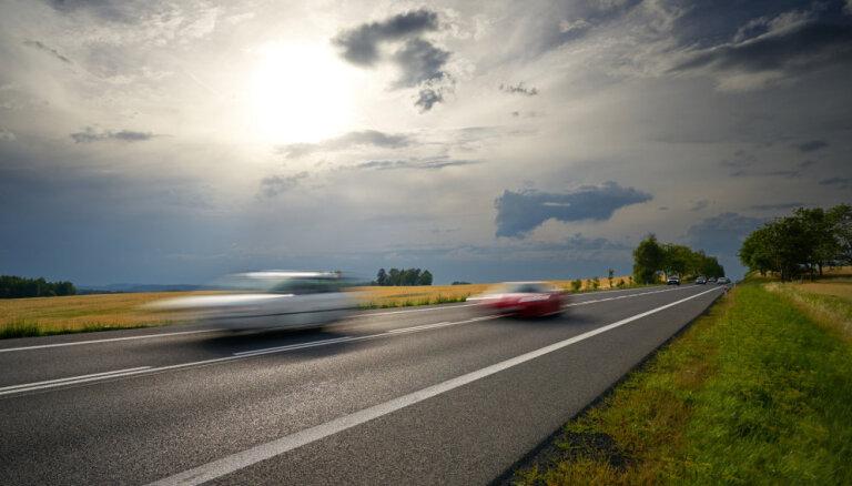 Полиция поймала нескольких лихачей на BMW, которые неслись со скоростью больше 180 км/ч