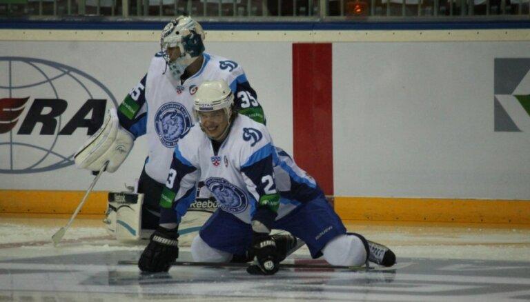 KHL Cerības kausa finālā spēkosies Omskas 'Avangard' un Minskas 'Dinamo'