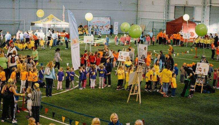 Foto: Sporta diena 'Iepazīsti Latviju sportojot' pulcē vairāk nekā 1000 bērnus