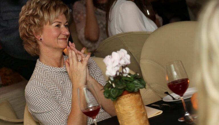 Foto: Prezidenta kundze piedalās nodibinājuma 'Mārtiņa fonds' Ziemassvētku ieskandināšanas pasākumā