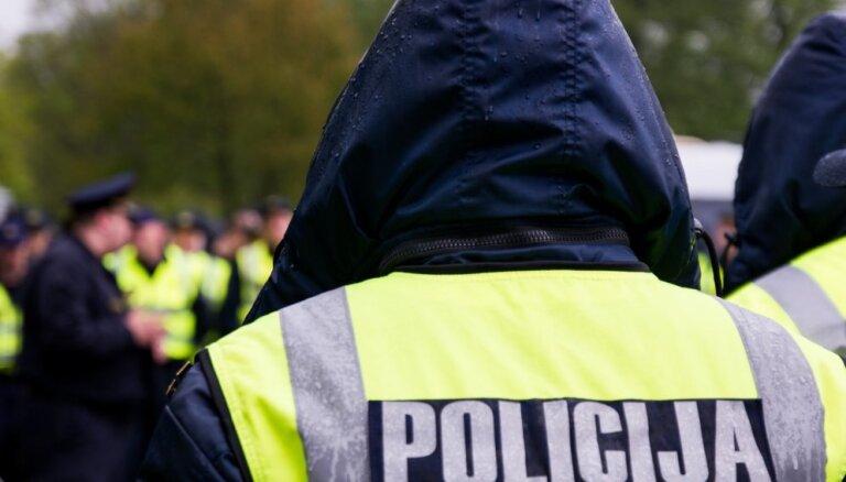 По делу о превышении полномочий задержано двое полицейских