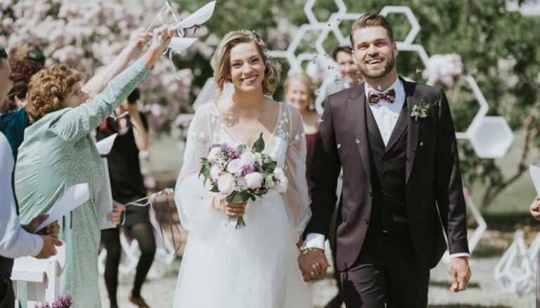 Pasakaini foto: Pašmāju šovbiznesa skaistā pāra Leldes un Aivja kāzas