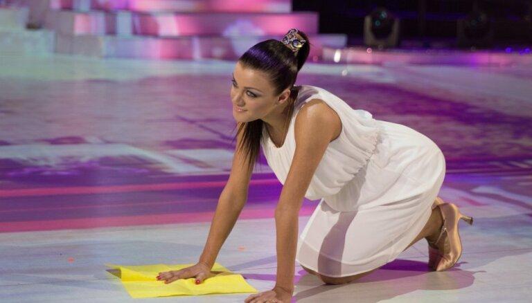 'Dejo ar zvaigzni' finālā iekļūst visi četri pāri; balsotāji neizpratnē