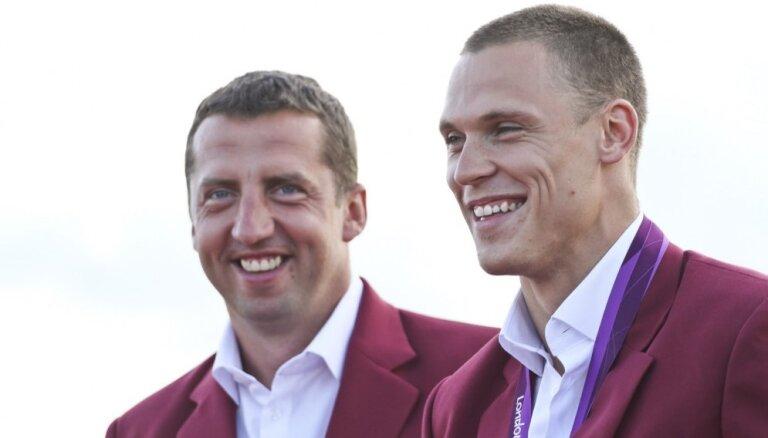Lakučs un Štrombergs pauž neizpratni par likumprojektu, kas paredz 'ātro kredītu' ierobežošanu