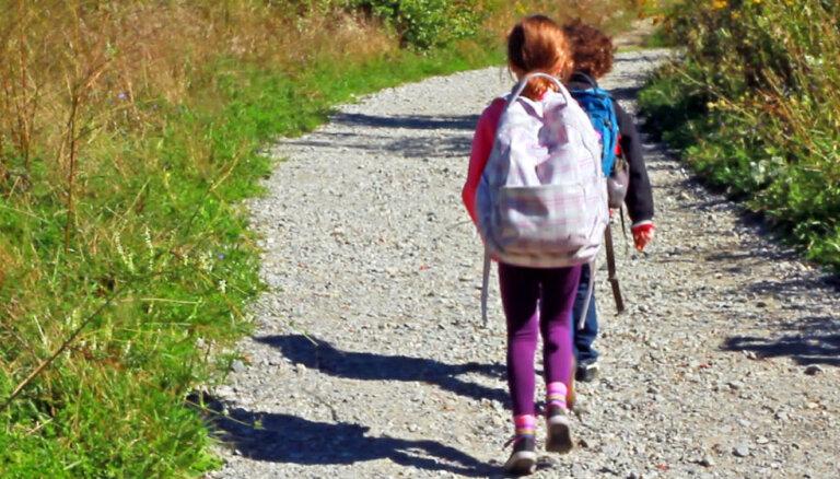 Vidusskolas direktors: aizvien vairāk bērniem ceļš līdz skolai jāmēro vismaz stundu