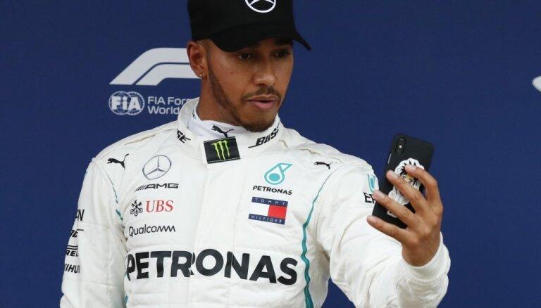 Hamiltons izcīna uzvaru Spānijas 'Grand Prix' kvalifikācijā