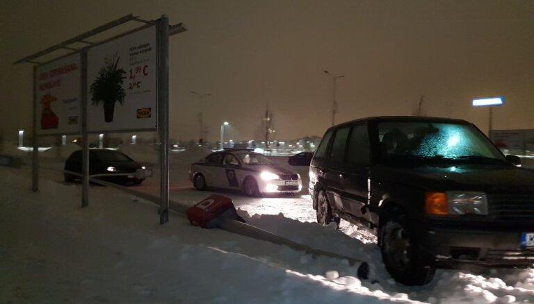 """ФОТО, ВИДЕО: """"Снесли фонарь"""". Большая стоянка IKEA притягивает любителей дрифта"""