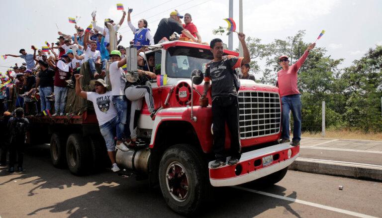 Spriedze Venecuēlā: Aktīvisti ar palīdzības kravām laužas valstī no Kolumbijas un Brazīlijas