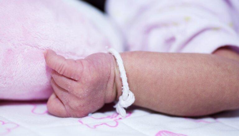 Neonatologa dežūru nodrošināšanai Jēkabpilī, Valmierā un Liepājā piešķir 389 000 eiro