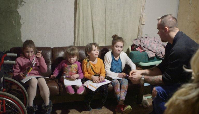 Video: Ģimeņu attiecību šovā mammu neapmierina Kiviča bērnu audzināšanas metodes