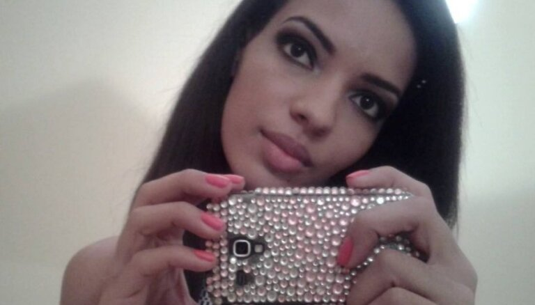 Arī daiļava Lingita beidzot ļaujas selfiju neprātam