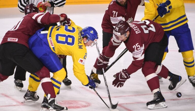 Zviedrijas izlases spēlētājs Lindholms: spēle pret Latviju izvērtās ļoti smaga