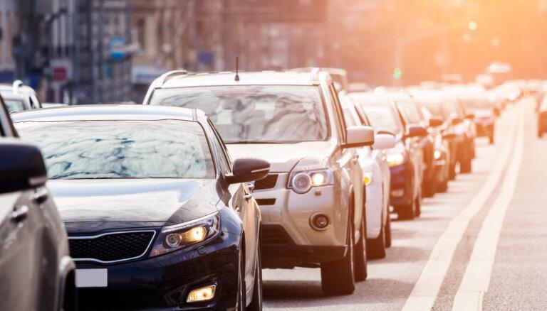 Auto tirdzniecība piedzīvo lielāko deficītu kopš PSRS sabrukuma