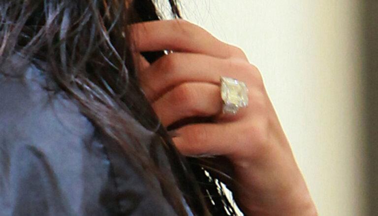 """Обручальное кольцо Ким Кардашьян продали с аукциона """"по дешевке"""""""