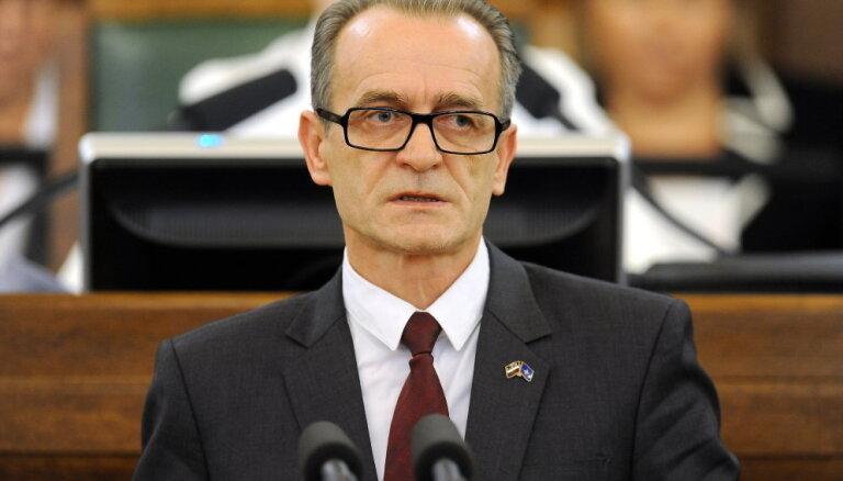 Mājas zaudēšana niecīga parāda dēļ: ministrs prasa tiesu izpildītāja paskaidrojumu
