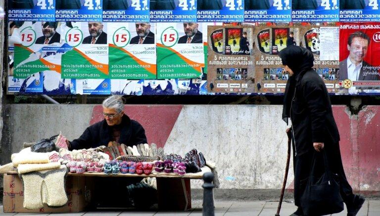 Gruzijā ar likumu partijām vēlēšanu sarakstos liek iekļaut vairāk dāmu
