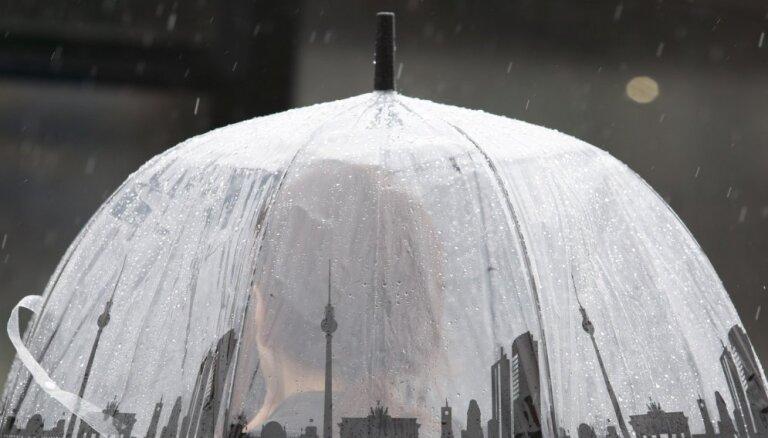 Trešdiena būs dzestra un lietaina