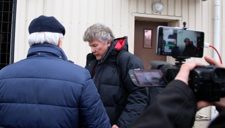 ФОТО: Внесен залог 200 000 евро за освобождение экс-главы Rīgas satiksme Бемхенса