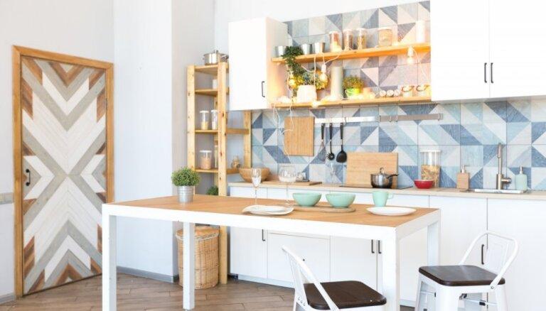 Astoņi veidi, kā uzfrišināt neitrālas krāsas virtuvi