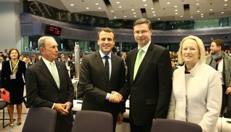 Finanšu nozarei jāiesaistās cīņā pret klimata pārmaiņām, uzsver Dombrovskis