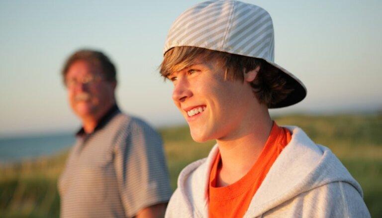 Kā atjaunot vecāku autoritāti pusaudža acīs