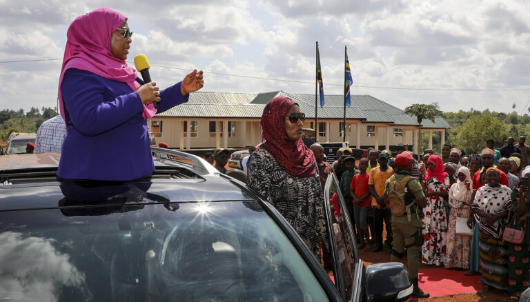 Tanzānijā pēc Covid-19 noliedzošā prezidenta nāves amatu pirmoreiz iegūst dāma
