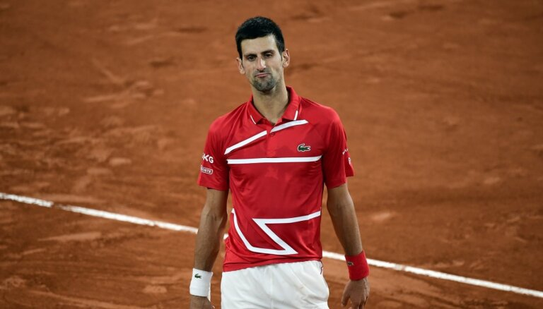 'French Open': Džokovičs piecu setu maratonā nodrošina finālspēli pret Nadalu