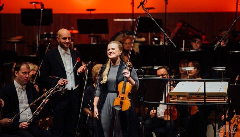 Foto: Itāļu karstasinīgums un franču šarms LNSO Vecgada koncertos