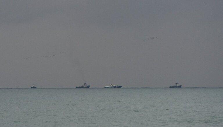 Melnajā jūrā aizdegas divi kuģi; iet bojā desmit cilvēki
